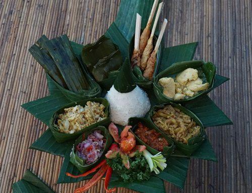 Kuliner Megibung : Tradisi Makan Bersama
