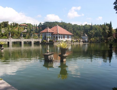 Berwisata di Taman Sukasada Ujung